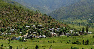 Beautiful-View-of-Janjehli-Valley